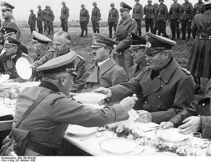 PhotoCredit:http://nevsepic.com.ua/nostalgiya/19638-fotografii-iz-nemeckogo-federalnogo-arhiva-chast-9-148-foto.html