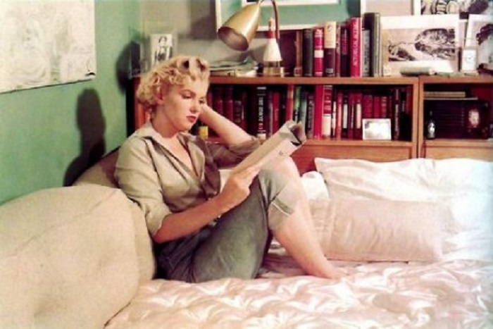 Photo Credit: http://hubpages.com/entertainment/Marilyn-Monroe-the-Poet-and-Reader