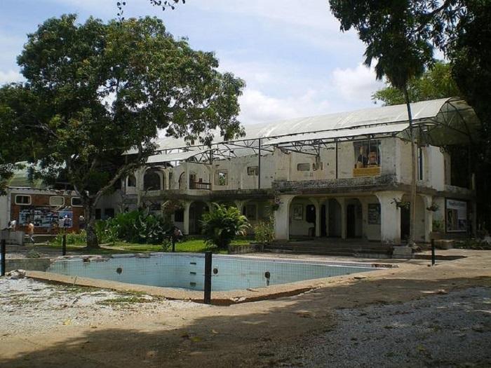 Photo Credit: http://es.paperblog.com/hacienda-napoles-el-parque-tematico-de-pablo-escobar-1821891/