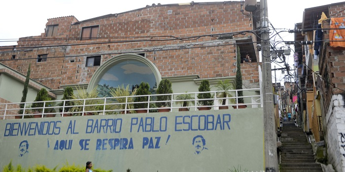 Photo Credit: http://www.huffingtonpost.com/2014/10/06/two-sides-pablo-escobar-_n_5940340.html?ir=India&adsSiteOverride=in