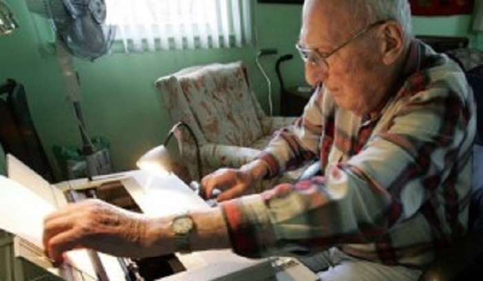 Photo Credit:http://www.nbcnewyork.com/news/local/Author-Harry-Bernstein-Dies-in-Brooklyn-123186543.html