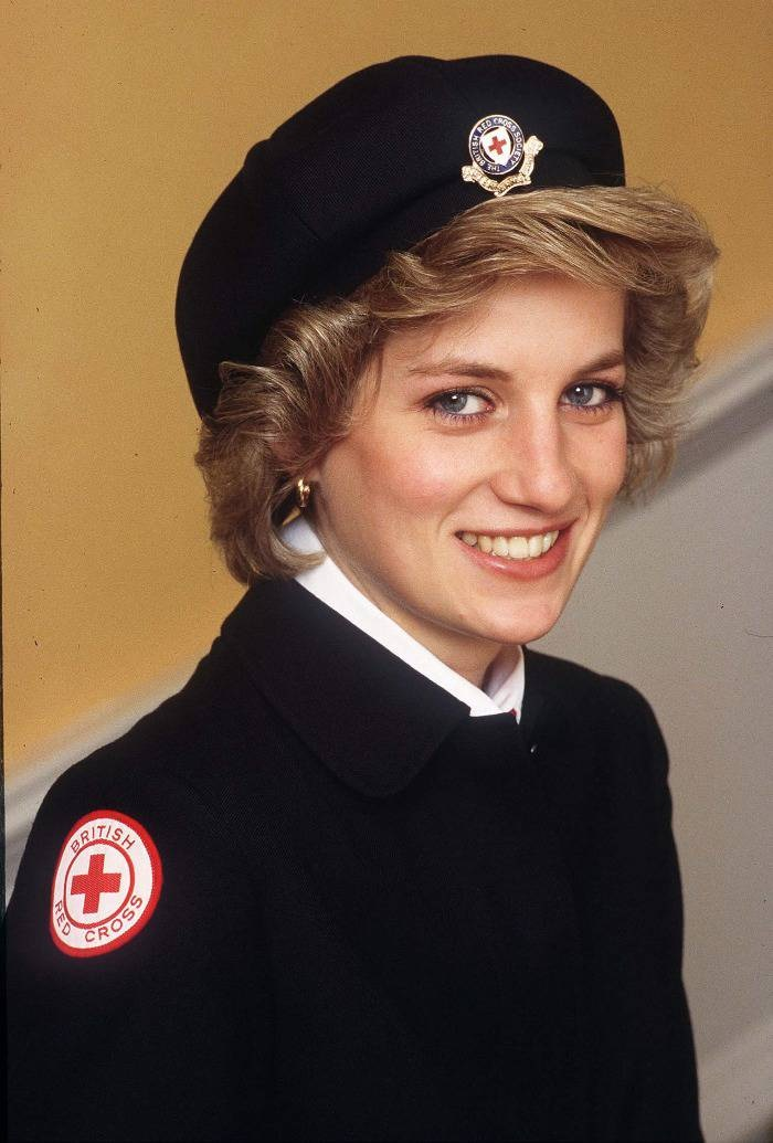 Photo Credit: http://ninfabi.blogspot.hk/2012/01/princess-diana-funeral-part-17.html