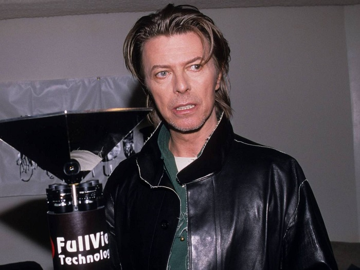 Photo Credit: http://galleryhip.com/david-bowie-1999.html