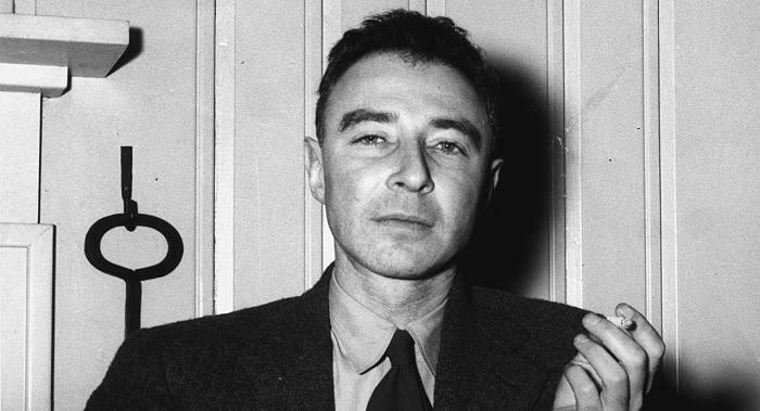 https://commons.wikimedia.org/wiki/File:Robert_Oppenheimer_1946.jpg