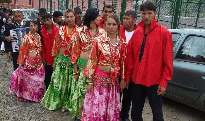 Roma_dancers