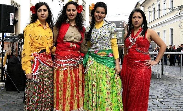 gypsies girls
