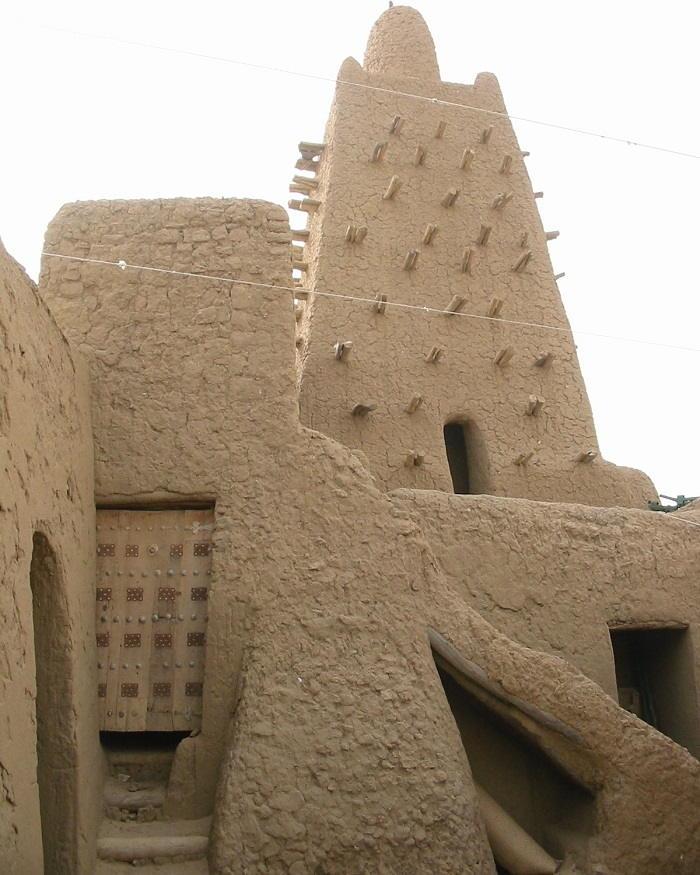 https://commons.wikimedia.org/wiki/File:Djingareiber_cour.jpg