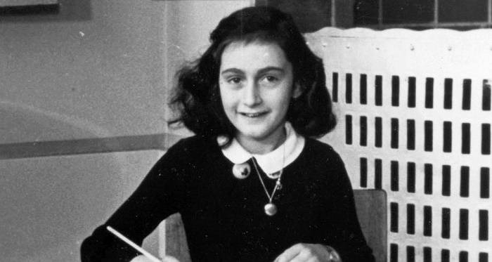 https://commons.wikimedia.org/wiki/File:AnneFrank1940_crop.jpg